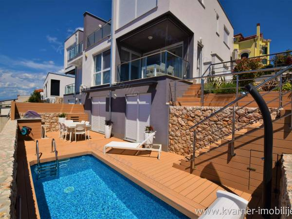 LUXURY EQUIPPED FLAT WITH DESIGN FURNITURE, HEATED POOL AND SEA VIEW!!