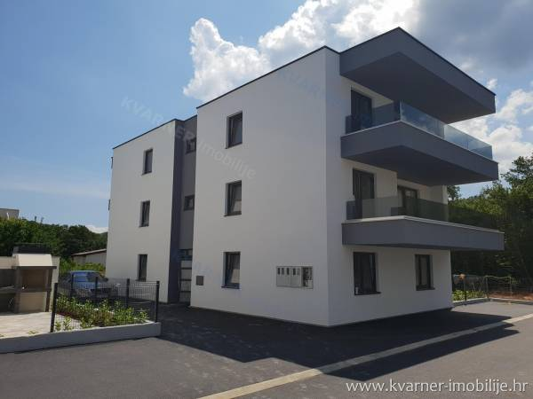 NEW IN NJIVICE!! Ground floor apartment with garden, storeroom and 2 parking places!! Peaceful location 200m from the beach!!