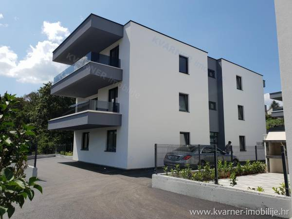 NEW IN NJIVICE!! Second floor apartment with storeroom and 2 parking places!! Peaceful location 200m from the beach!!