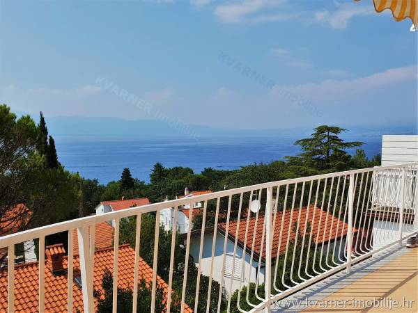 OPPORTUNITY!! Apartment house in Njivice with 3 apartments with panoramic sea views only 150 m from the beach!