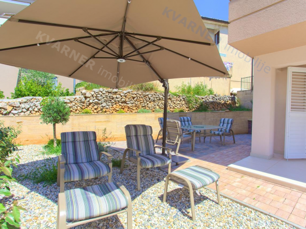 Close to the beach !! Luxury ground floor apartment with a large garden 150m from the beach!