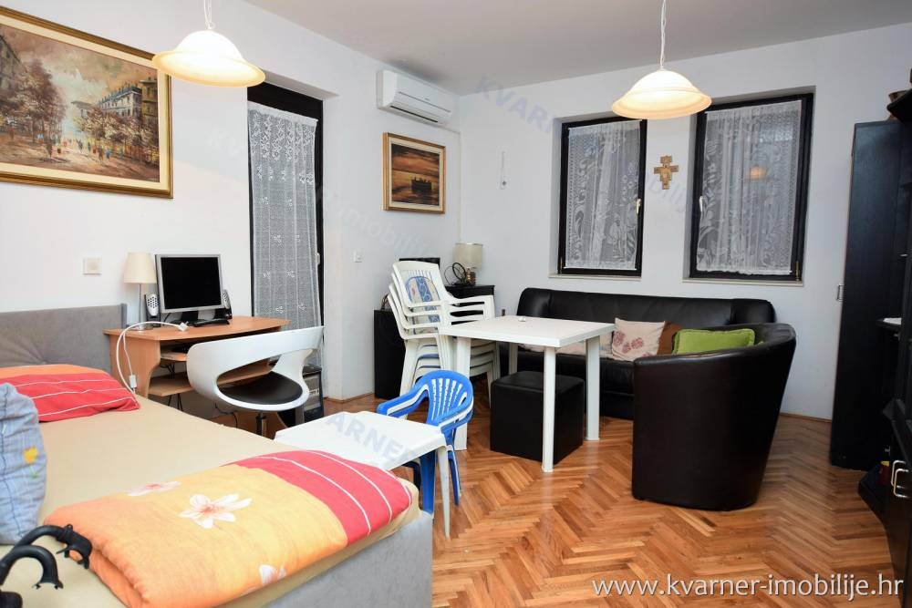 Apartment with a garden in Malinska near the sea.