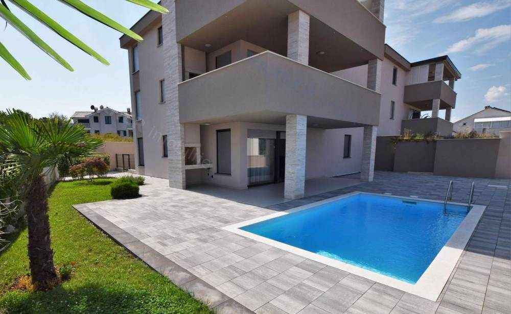 Malinska- only in our offer! Luxuriously equipped apartment with swimming pool and garden 150 m from the beach!